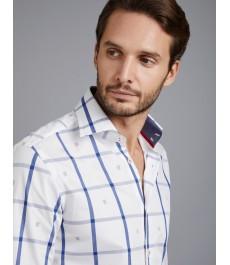 Мужская белая рубашка в голубую крупную клетку, приталенная - Манжеты на пуговицах