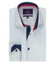 Мужская приталенная рубашка, светло-голубая с контрастными деталями - манжеты на пуговицах