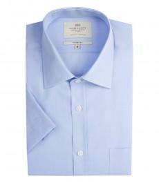 Мужская однотонная полуприталенная рубашка светло-голубого цвета с переплетением с коротким рукавом