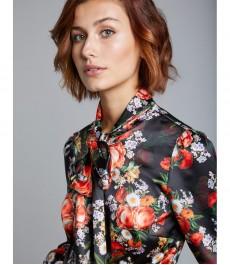 Женская приталенная рубашка, чёрная в оранжевый цветочный принт, сатин - Воротник - Шарф