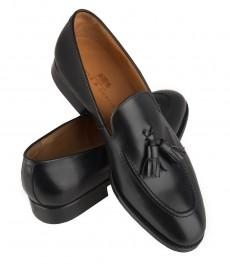 Черные кожаные лоферы с кисточками