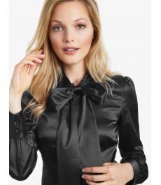 Женская однотонная приталенная блуза из сатина чёрного цвета, воротник в виде банта