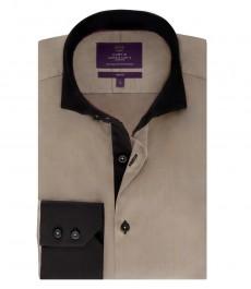 Мужская рубашка, приталенная, желто-коричневая с контрастными деталями- высокий воротник